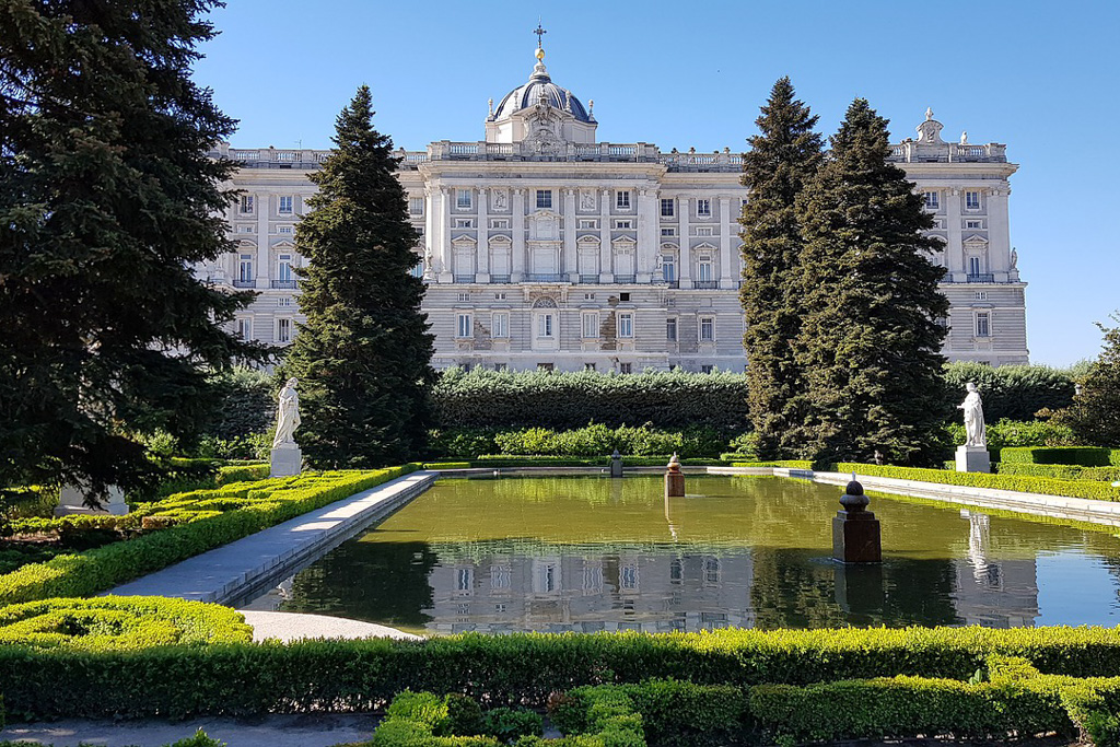 Sabatini Gardens & Palacio Real | Local Photo Tour