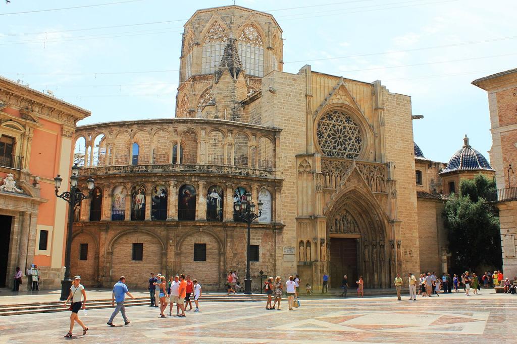 Cathedral & Plaza de la Virgen   Local Photo Tours