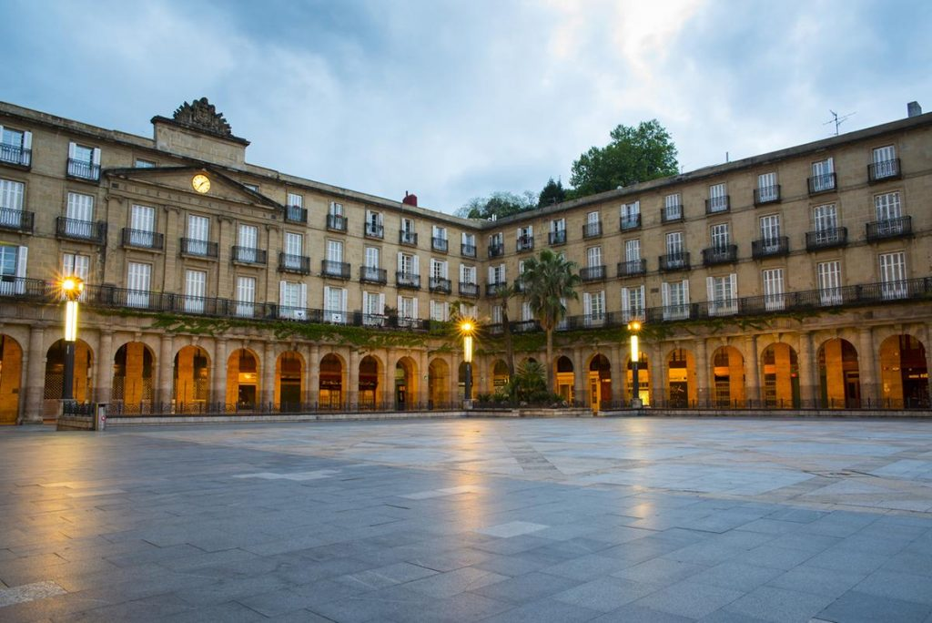 Plaza nueva: photographable places in Bilbao